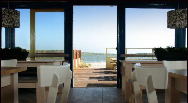 Strandactiviteiten rondom privé paviljoen