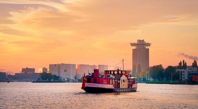 De Amsterdamse feestboot garant voor polonaise