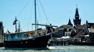 BBQ aan boord van overdekte visserskotter